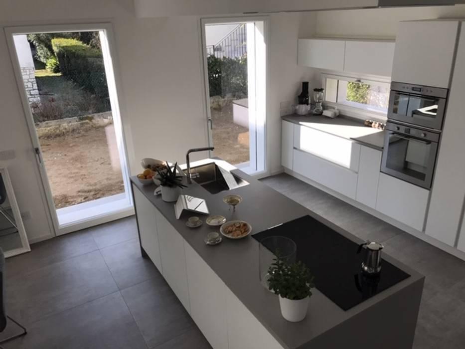Puertas y ventanas de estilo moderno de PIEMMEGI SRL Moderno Aluminio/Cinc