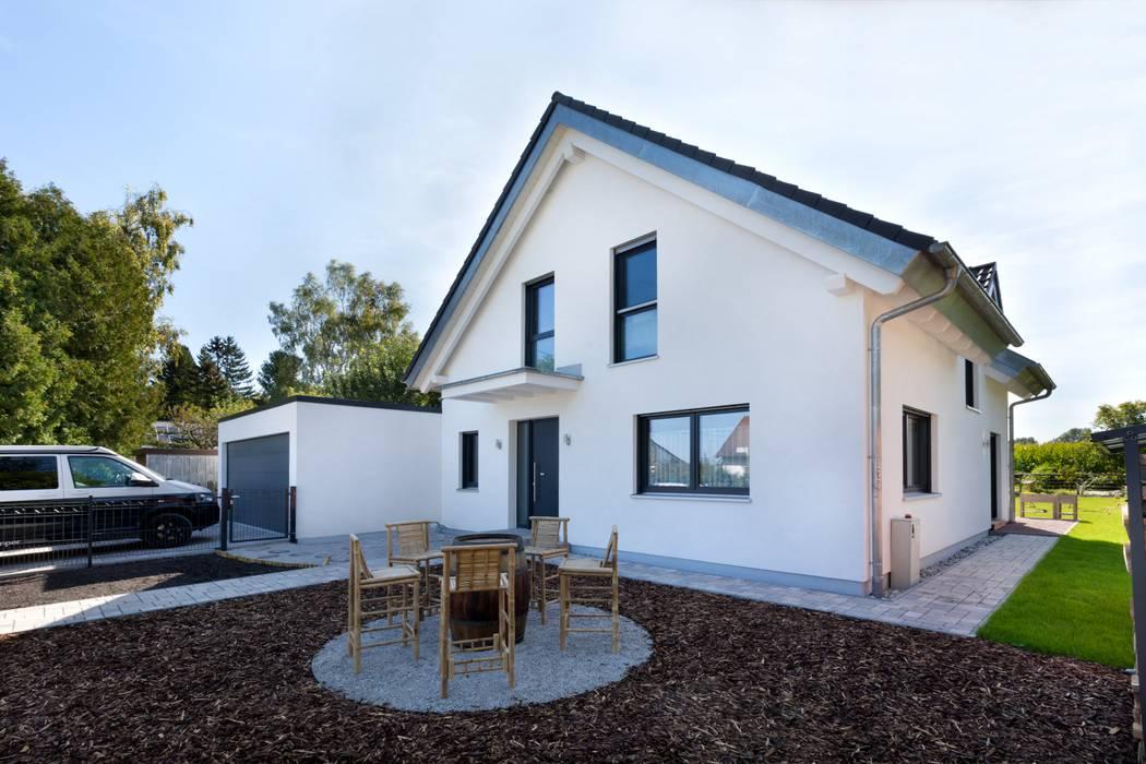 Einfamilienhaus mit Garage von TALBAU-Haus GmbH Modern