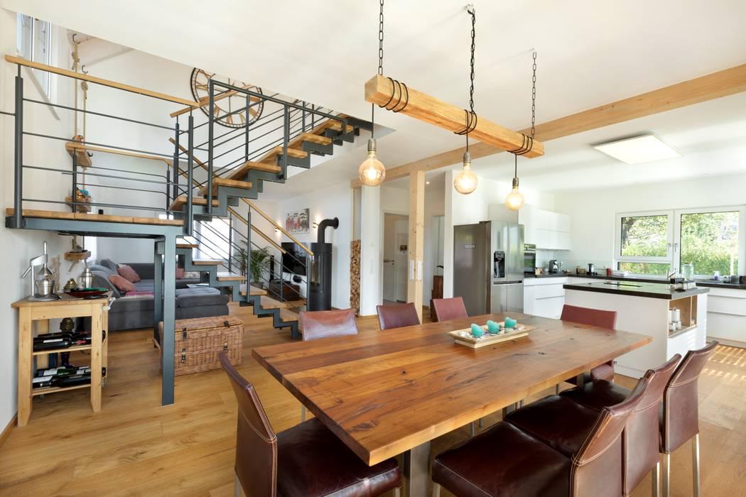 Offener Koch- und Essbereich Moderne Esszimmer von TALBAU-Haus GmbH Modern