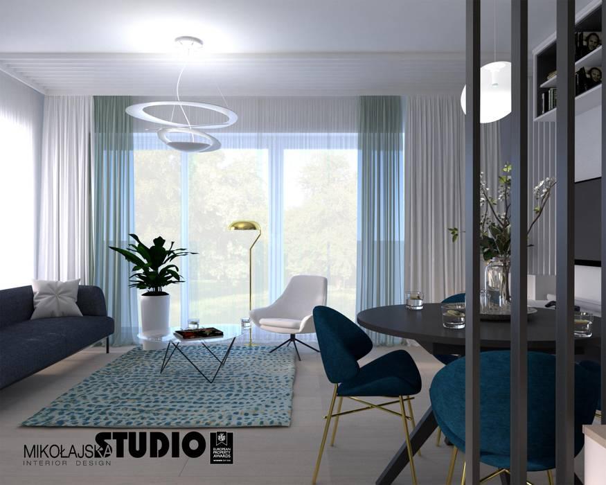 salon w kolorze blue Nowoczesny salon od MIKOŁAJSKAstudio Nowoczesny