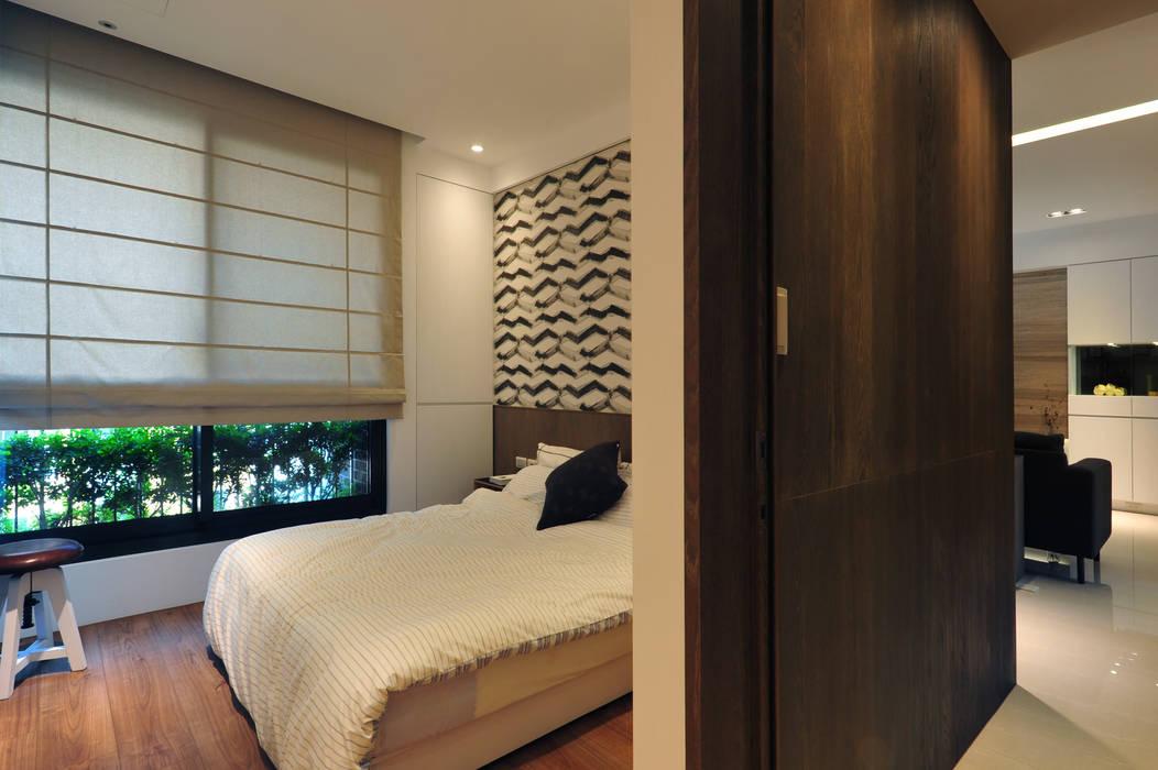 Minimalist bedroom by 黃耀德建築師事務所 Adermark Design Studio Minimalist