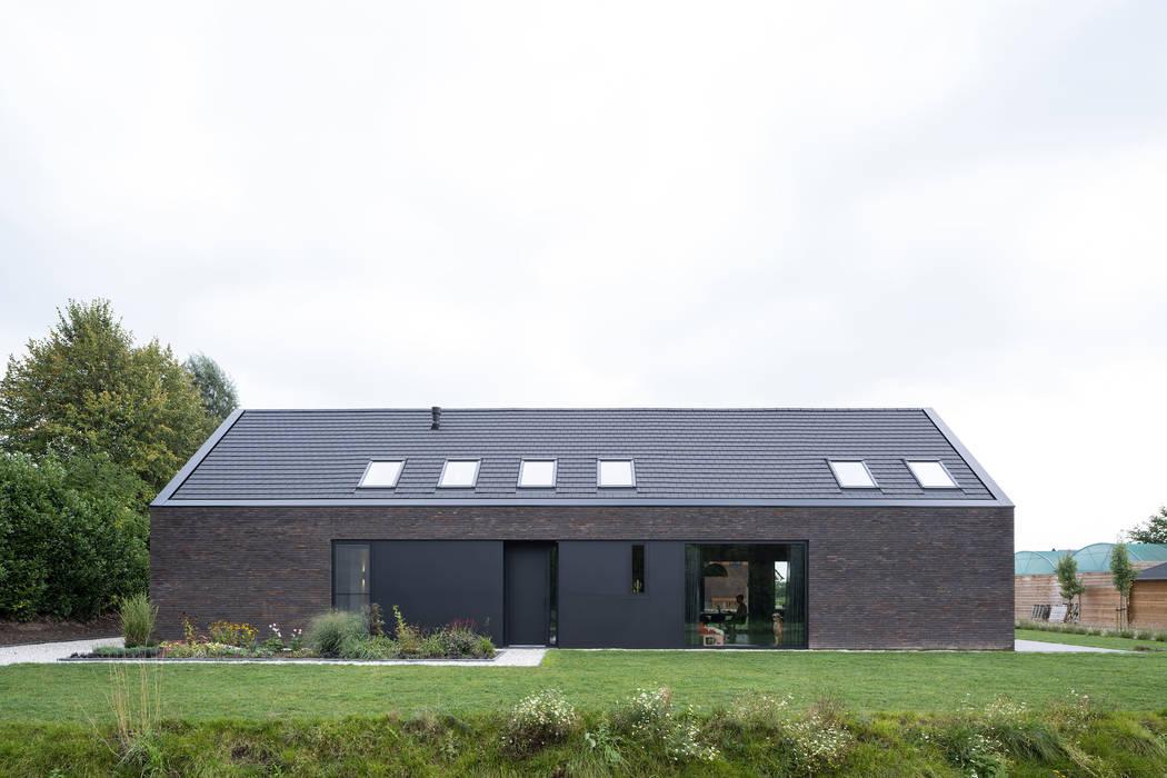 現代房屋設計點子、靈感 & 圖片 根據 JADE architecten 現代風