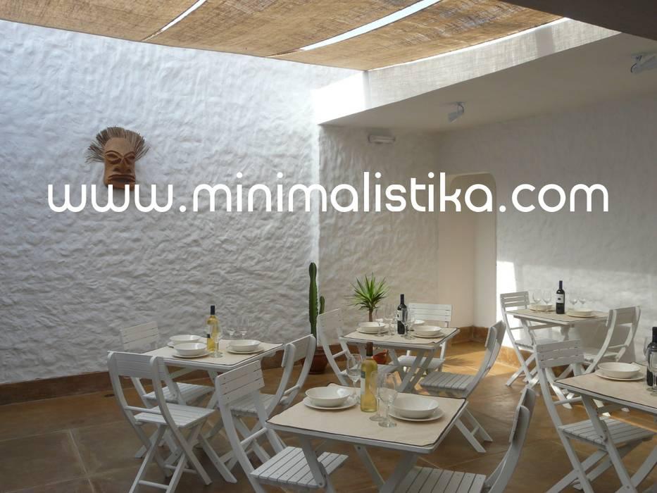 Casas de Playa Minimalista y Mediterráneo - Patio Balcones y terrazas mediterráneos de Minimalistika.com Mediterráneo Madera maciza Multicolor