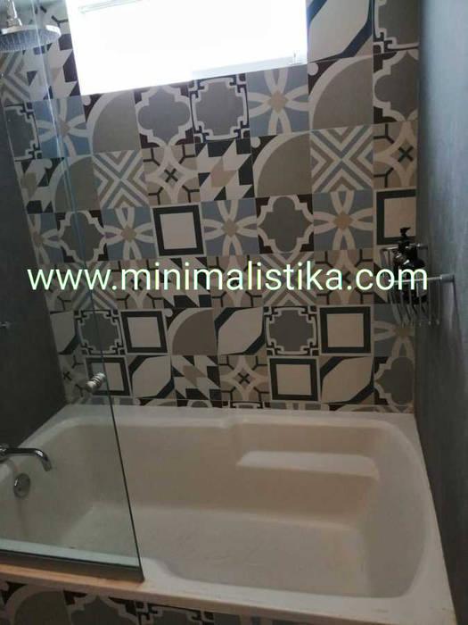 Casas de Playa Minimalista y Mediterráneo - Baño Baños de estilo mediterráneo de Minimalistika.com Mediterráneo Azulejos
