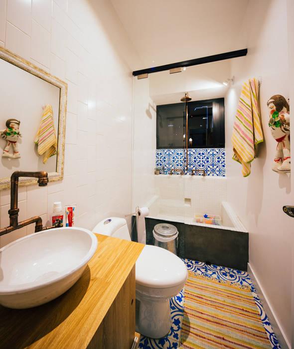 Modern bathroom by Modismo Modern