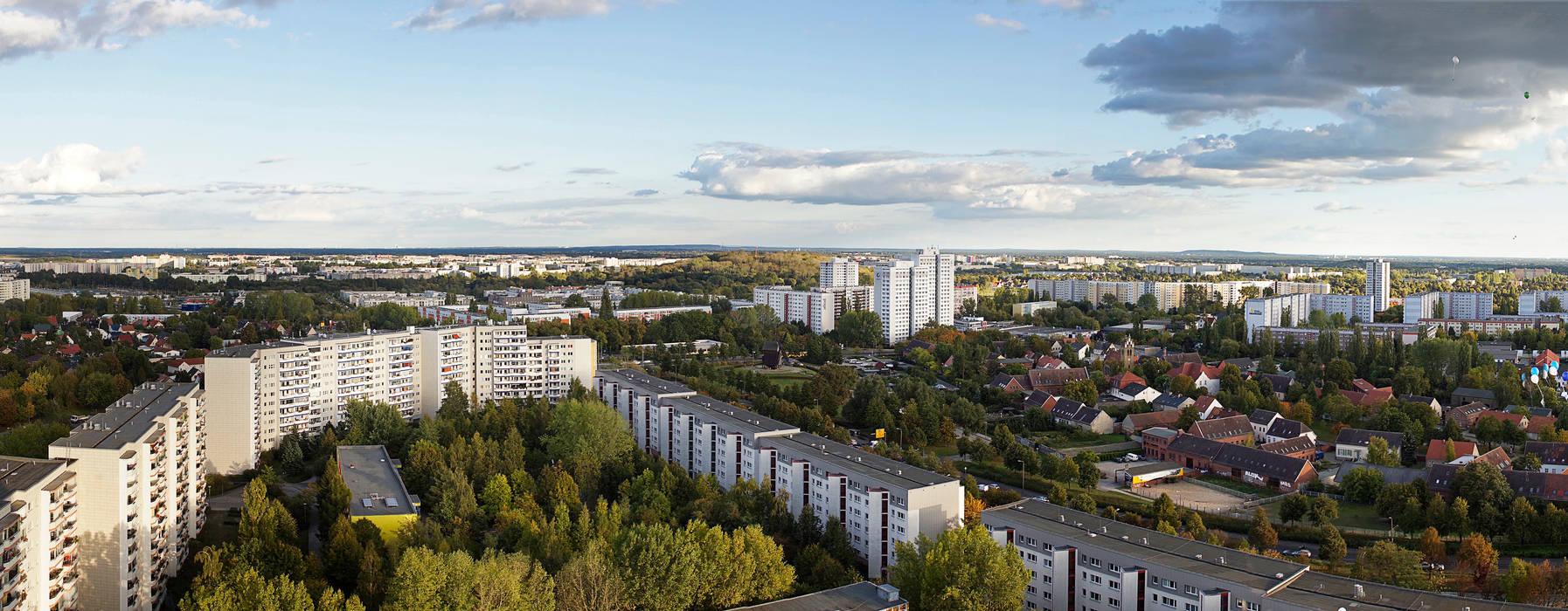 Blick über Marzahn Industriale Veranstaltungsorte von Müllers Büro Industrial Eisen/Stahl
