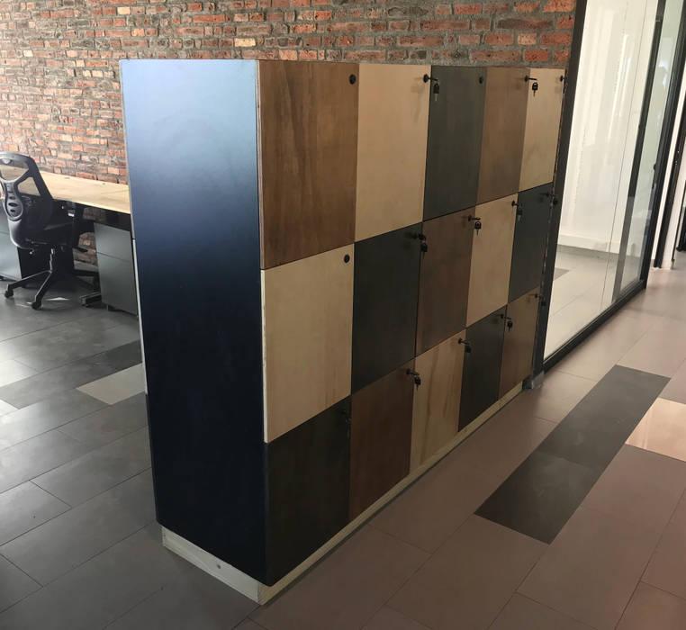 Lokers Entorno Estudios Oficinas y tiendas Aglomerado Acabado en madera