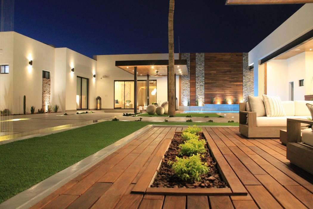 Terraza Bar a Alberca Balcones y terrazas de estilo moderno de Merarki Arquitectos Moderno