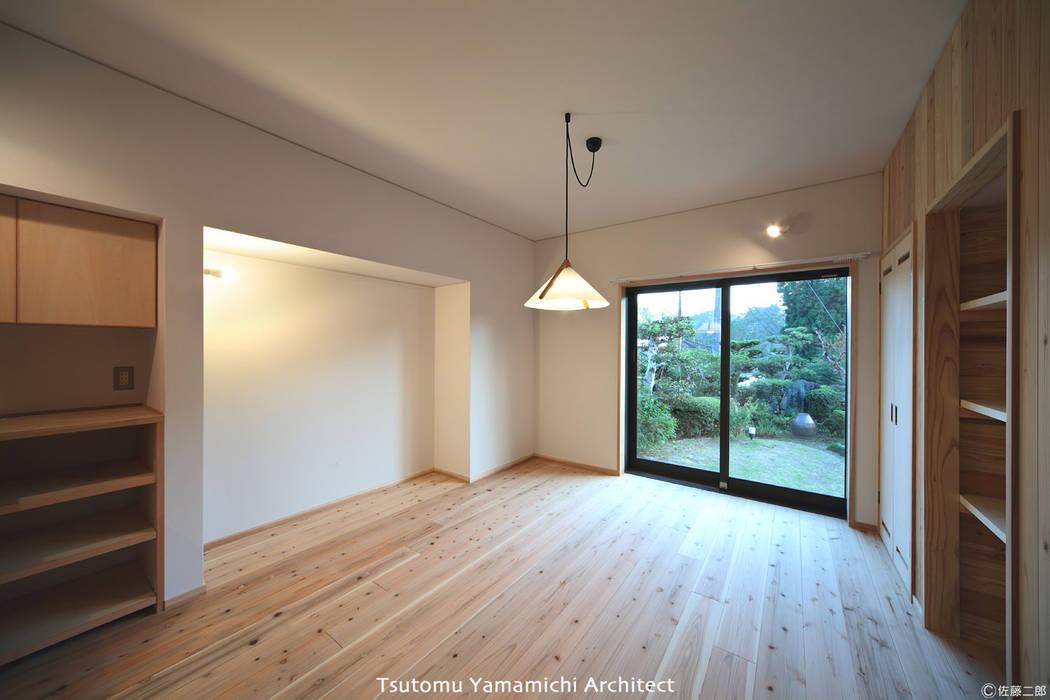 Scandinavian style dining room by 山道勉建築 Scandinavian Wood Wood effect
