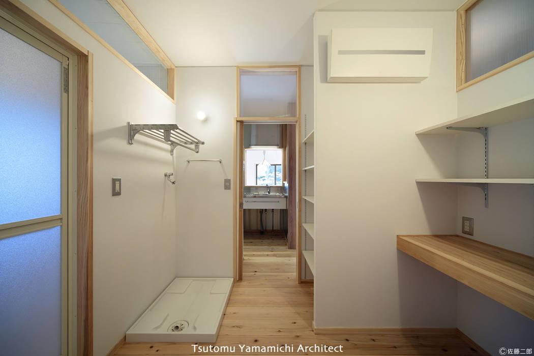 Scandinavian style bathroom by 山道勉建築 Scandinavian Wood Wood effect