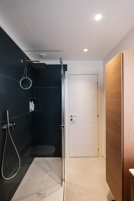 Baños de estilo moderno de giorgio davide manzoni Moderno