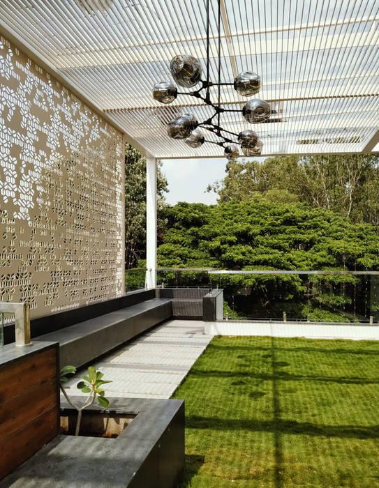 AARAV RESIDENCE Modern garden by ACHI ARCHITECTS Modern
