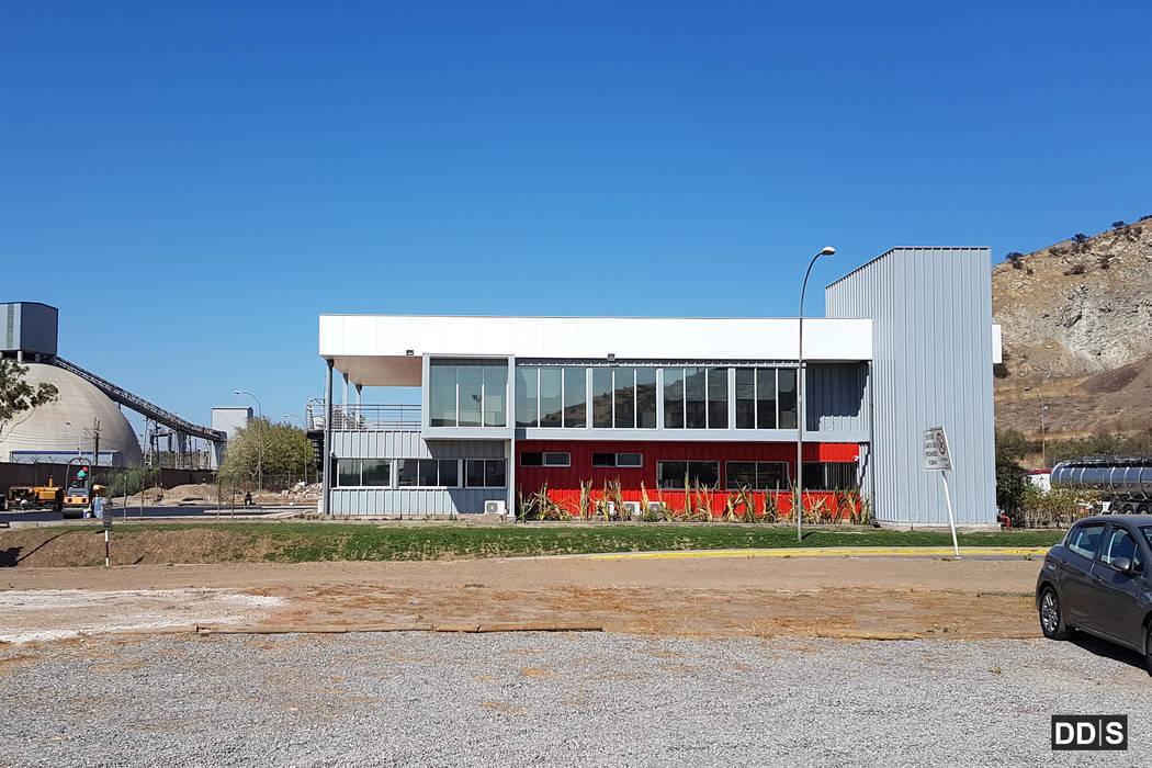 Oficinas corporativas Quimica Harting DDIS Arquitectos Oficinas y tiendas de estilo moderno Aluminio/Cinc