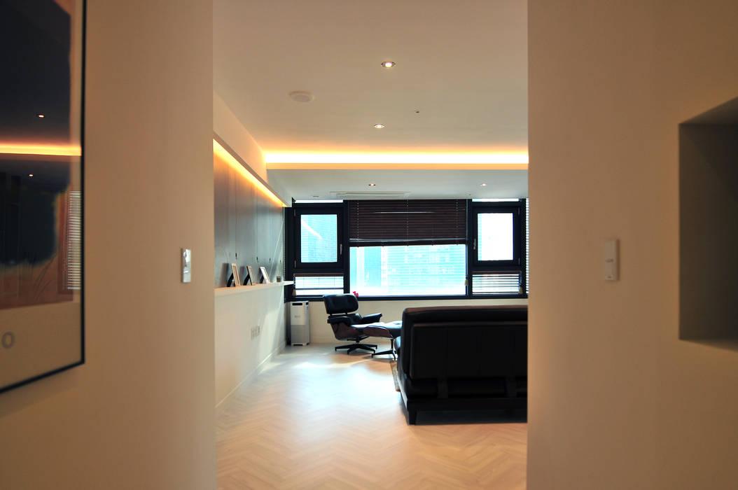 Salas de estilo moderno de 레이어비(Layer_B) Moderno Madera Acabado en madera