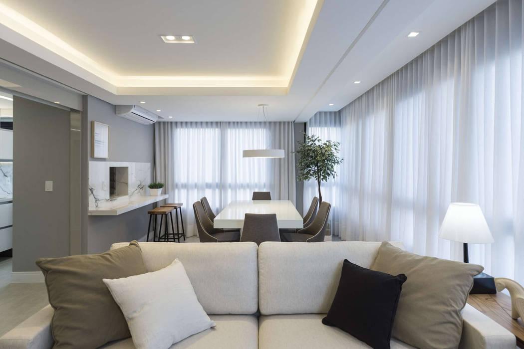 Modern dining room by QuadriArq Arquitetura Modern
