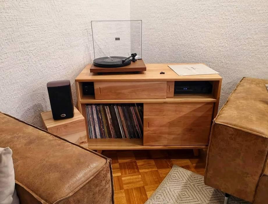 Mueble Vinilos Livings de estilo minimalista de Taller Carpintería Massive Minimalista Madera maciza Multicolor