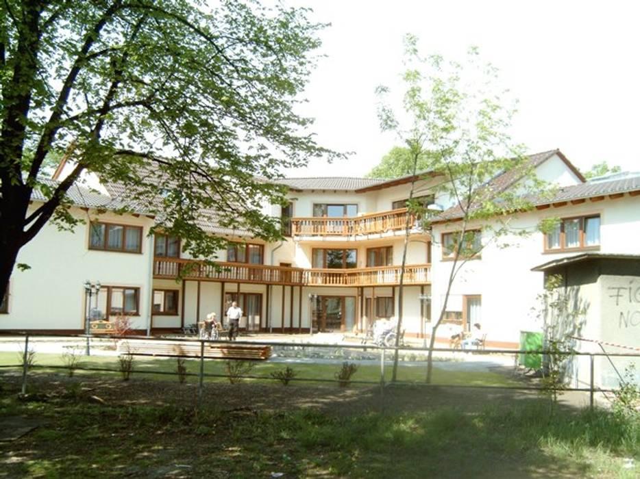 Altenpflegeheim Senftenberg Klassische Häuser von Architekturbüro Merkel Klassisch