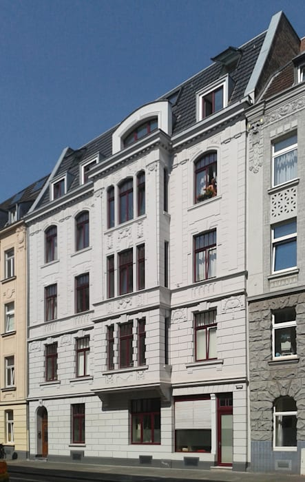 Straßenfassade Bachmann Badie Architekten Dach