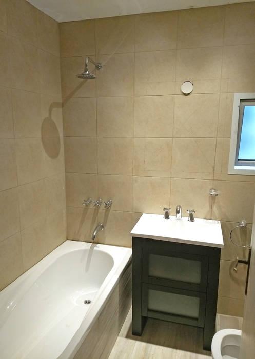 Refacción | Bacha y bañera Baños modernos de REZ Arquitectura | Diseño | Construcción Moderno Cerámico