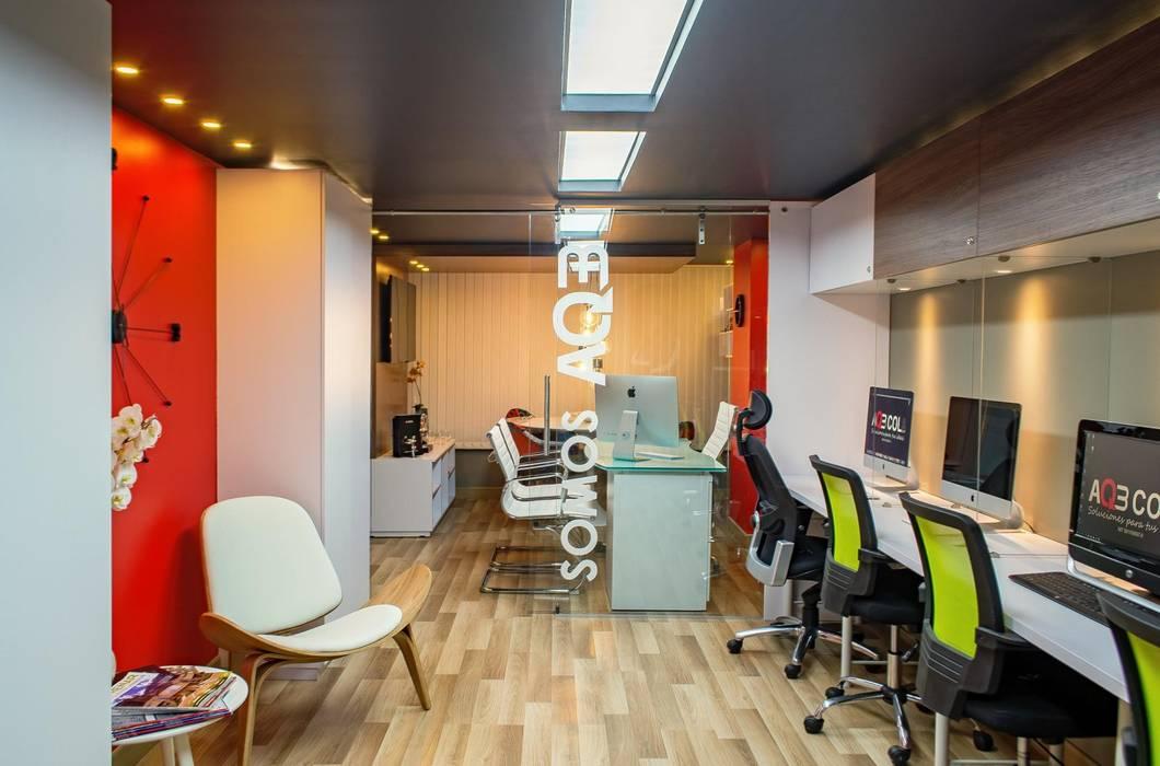Salon moderne par AQ3 COL SAS Moderne