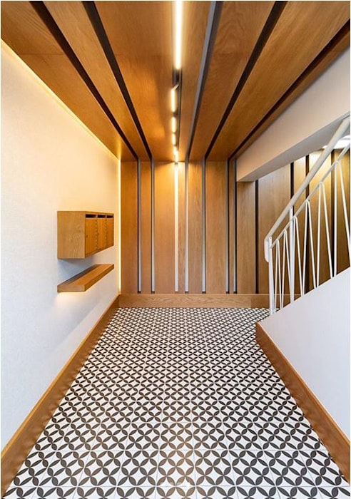 New foyer upgrade, Sea Point apartment block, Cape Town. Modern Corridor, Hallway and Staircase by Holloway and Davel architects Modern Wood Wood effect
