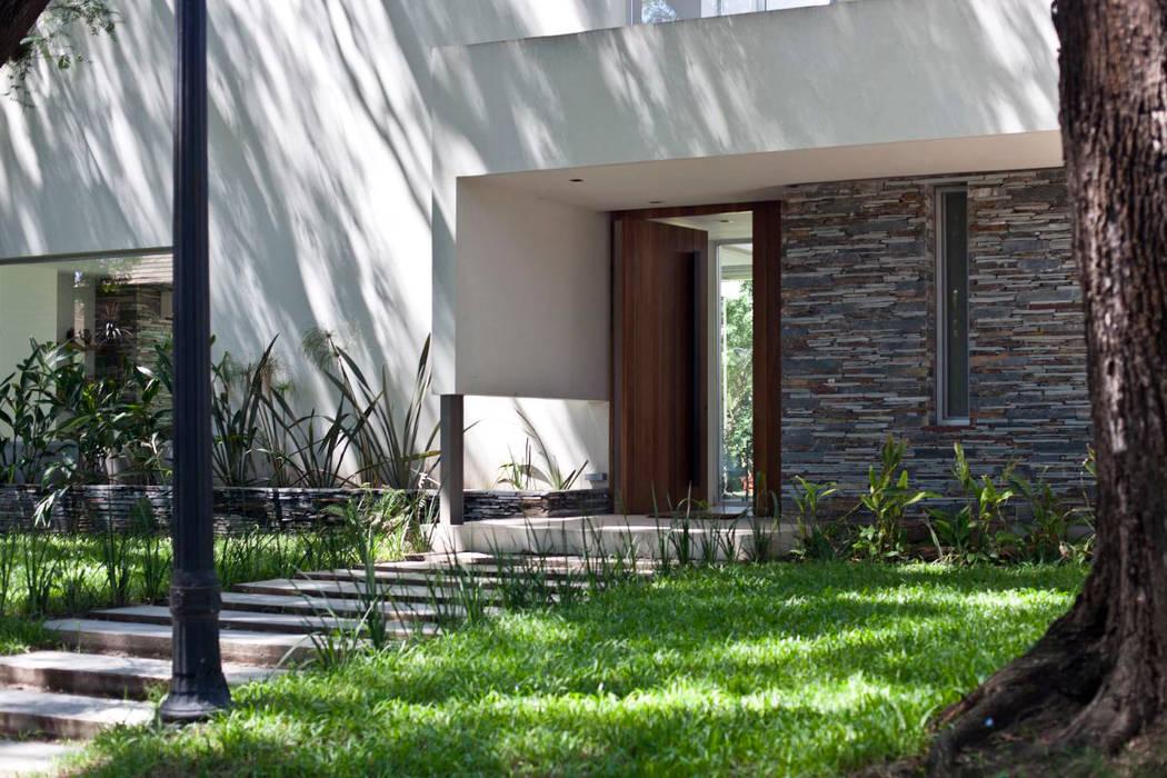 Maisons modernes par atlantico estudio de arquitectura y construccion Moderne Pierre