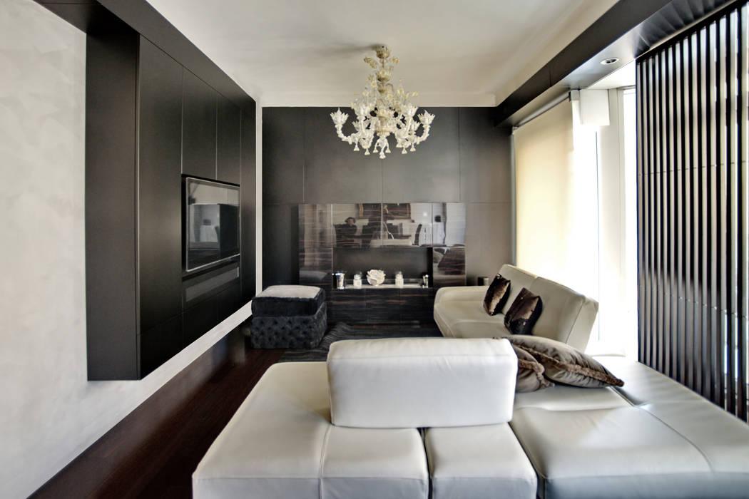 il soggiorno e sullo sfondo il camino Altro_Studio Soggiorno moderno Legno Bianco