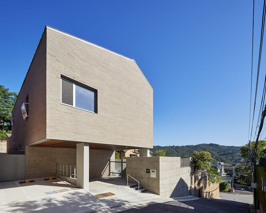 Rumah Modern Oleh 서가 건축사사무소 Modern