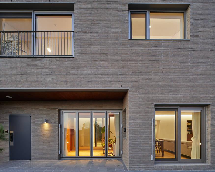 평창동 주택 모던스타일 주택 by 서가 건축사사무소 모던 벽돌