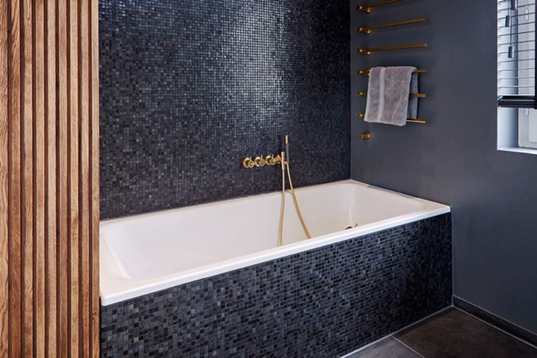 Salle de bain classique par scoopstudio Classique