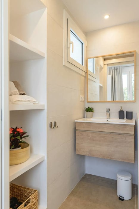 Mediterranean style bathroom by CREAPROJECTS. Interior design. Mediterranean