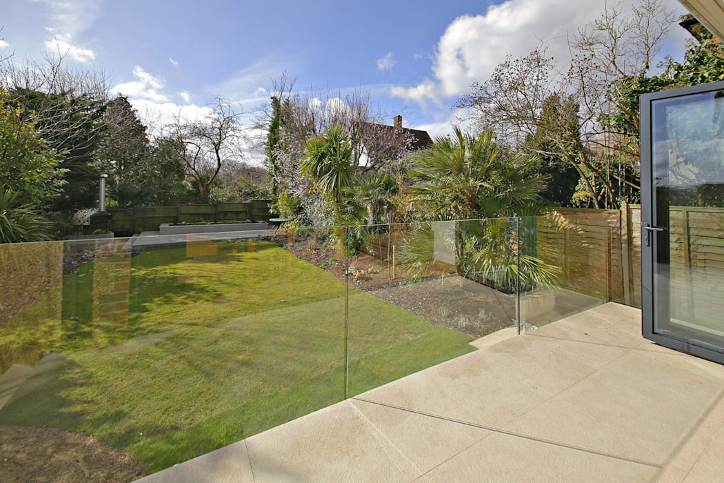 Greenway Extension and full refurbishment N20 Modern garden by Compass Design & Build Modern