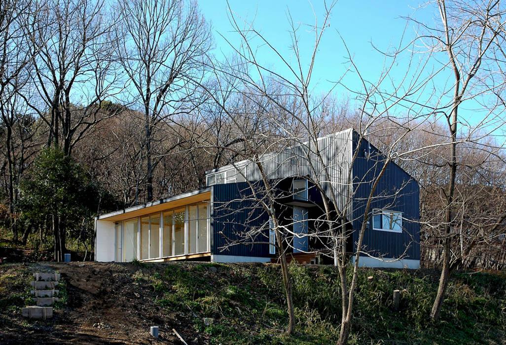 Modern Houses by 島田博一建築設計室 Modern