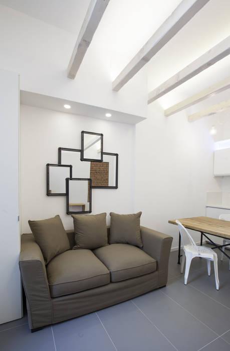 Modern living room by GruppoTre Architetti Modern