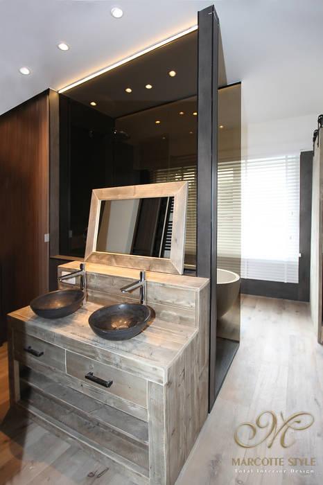 Rustikale Badezimmer von Marcotte Style Rustikal Glas