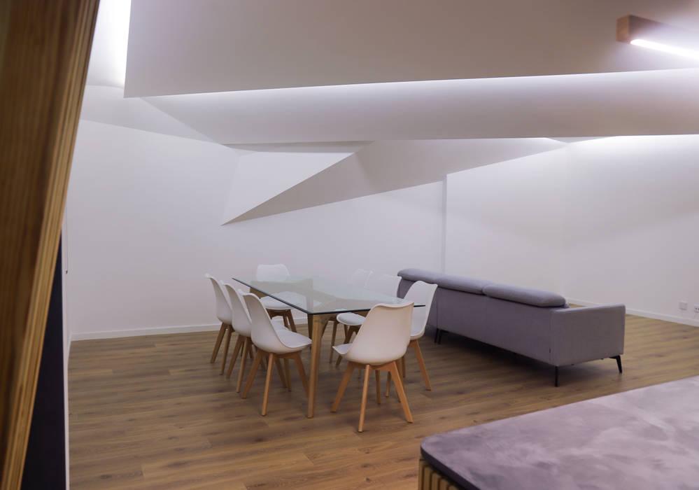 Remodelação de Apartamento T3 - Flow of Contrast Salas de jantar modernas por Office of Feeling Architecture, Lda Moderno