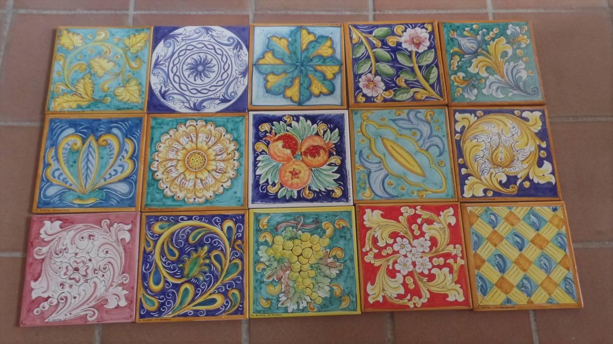 Patchwork con piastrelle decorate a mano di Caltagirone Ceramiche Il Rustico Caltagirone Pavimento Ceramica Blu