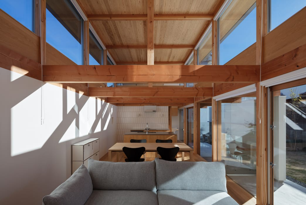 Moderne Wohnzimmer von 久木原工務店 Modern
