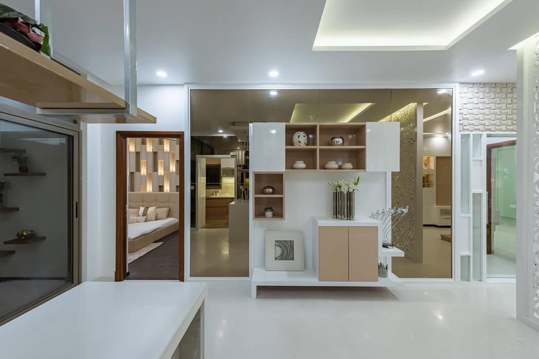 Modern dining room by De Panache Modern Glass