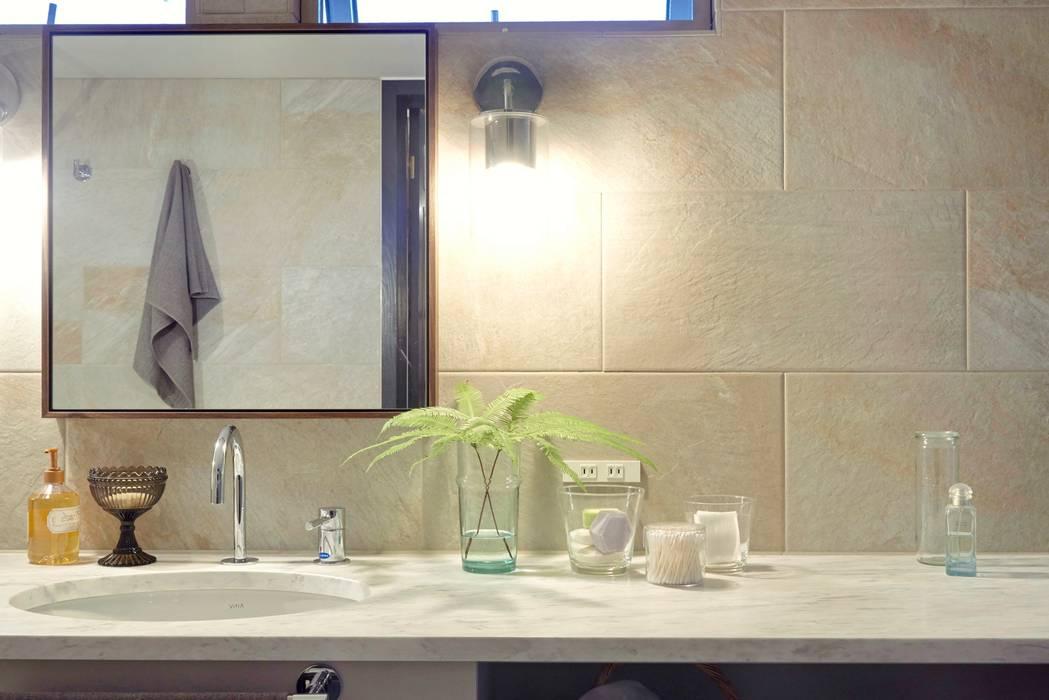 House in Minamitawara Mimasis Design/ミメイシス デザイン ラスティックスタイルの お風呂・バスルーム 大理石 白色