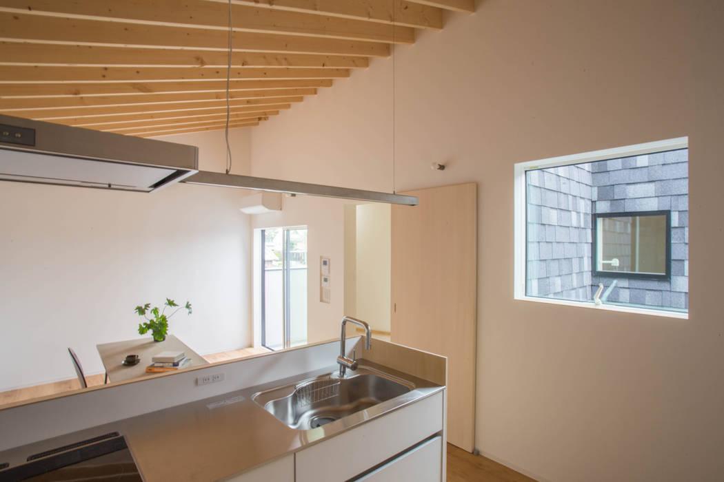 by 1-1 Architects 一級建築士事務所 Сучасний