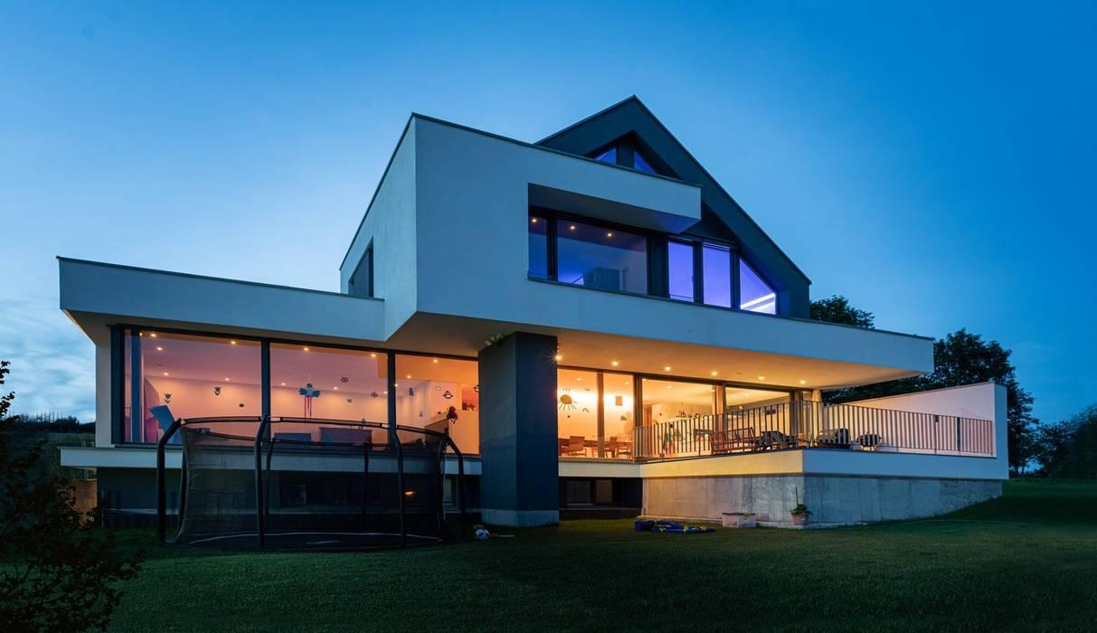 Pintu & Jendela Modern Oleh Avantecture GmbH Modern