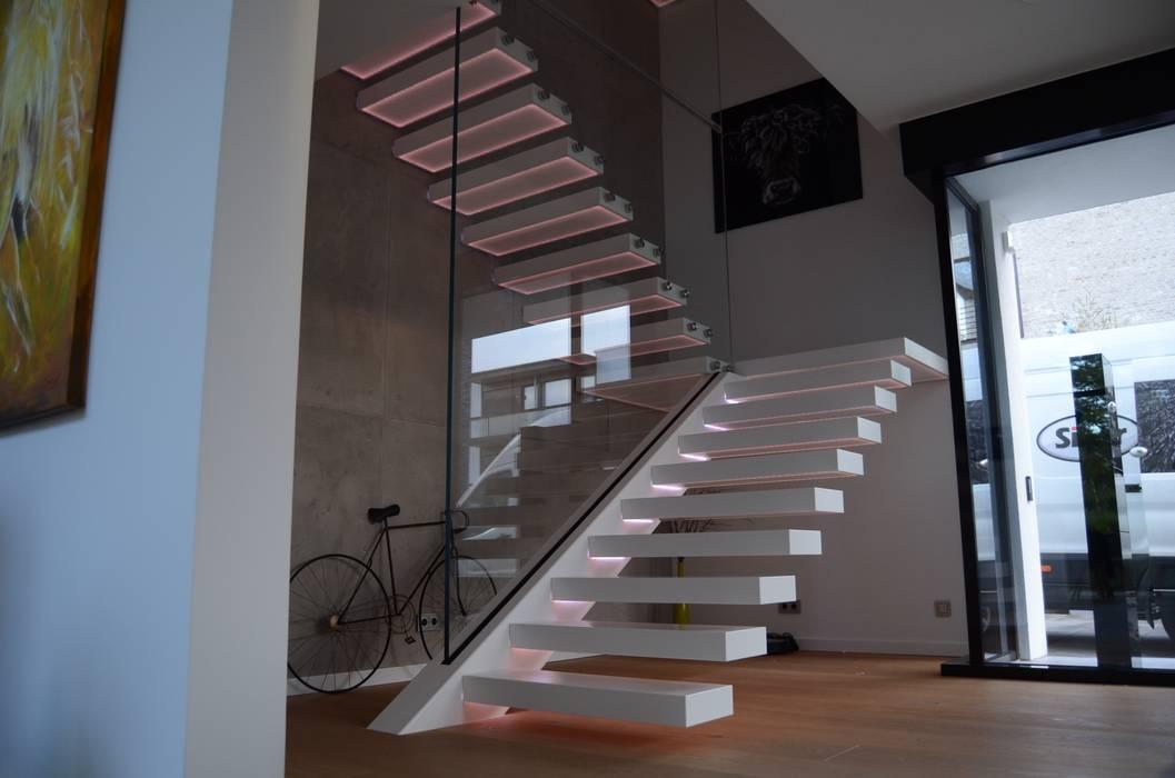 Moderne Designertreppe aus Corian Siller Treppen/Stairs/Scale Treppe Marmor Weiß