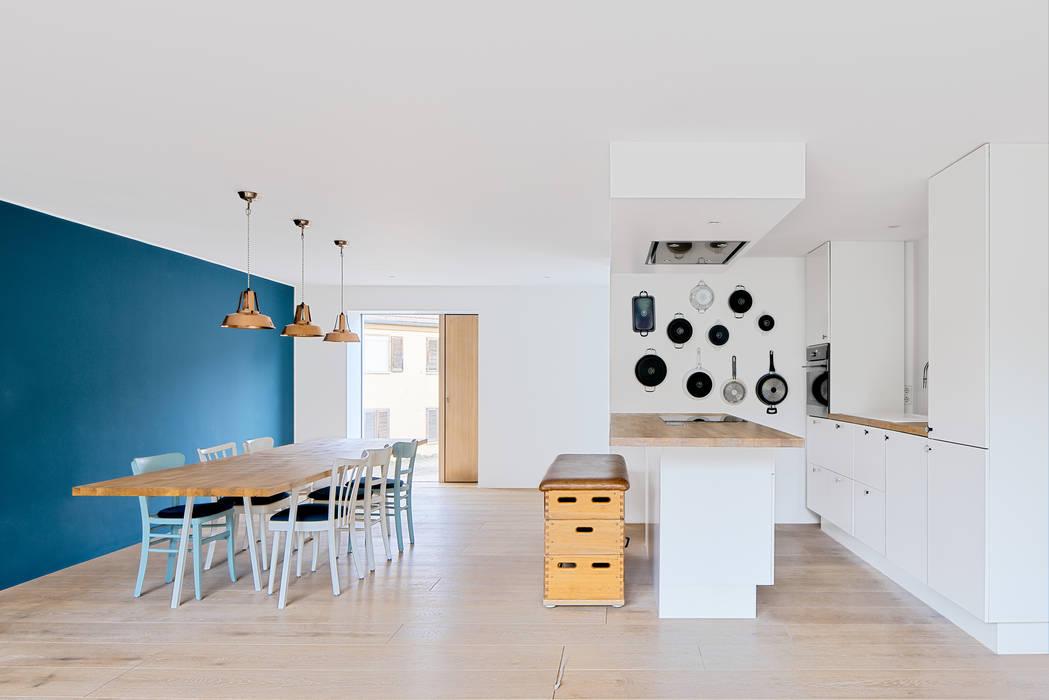 Küche und Essbereich von Steffen Wurster Freier Architekt Minimalistisch Holz Holznachbildung