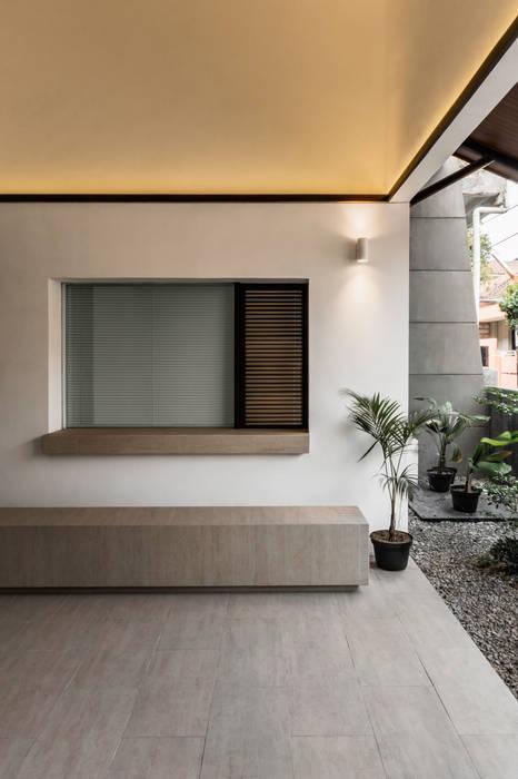 Terrace Balkon, Beranda & Teras Minimalis Oleh pram.studio Minimalis Batu Bata