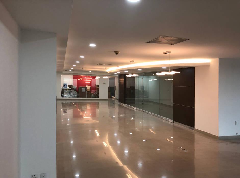 Minimalistische Garagen & Schuppen von Arqcubo Arquitectos Minimalistisch Stein