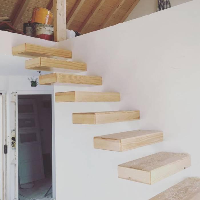 Urbanlift Lda - Engenharia e Reabilitação de Edifícios Vestíbulos, pasillos y escalerasEscaleras Madera Ámbar/Dorado