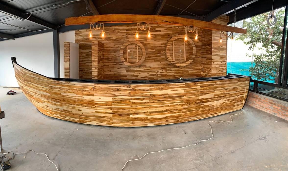 Pisos y Maderas Finas de Queretaro SA de CV Tropical style bars & clubs Solid Wood Amber/Gold