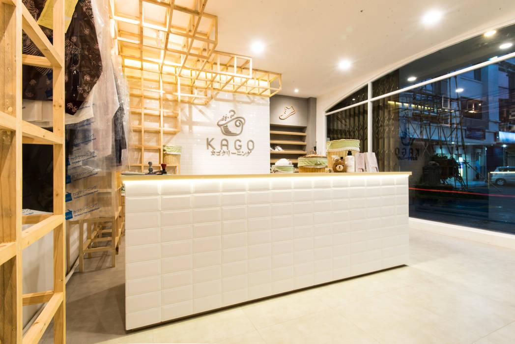 Interior 2 Ruang Komersial Modern Oleh msas desain Modern Keramik