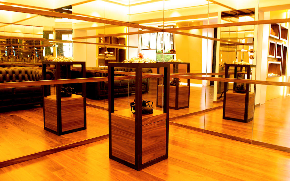 Tradición y calidad son los conceptos que se plasman en forma de materiales y mobiliario MANUEL TORRES DESIGN VestidoresAlmacenamiento